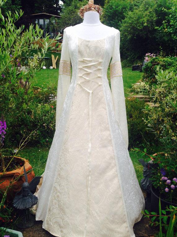 Medievil wedding dress – RELOCATING TO IRELAND